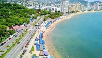 turistas capitalinos disfrutan playas acapulco