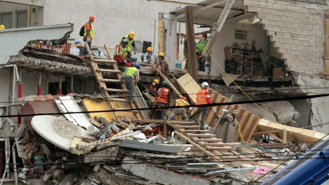 Buscan a 8 personas bajo los escombros de Álvaro Obregón