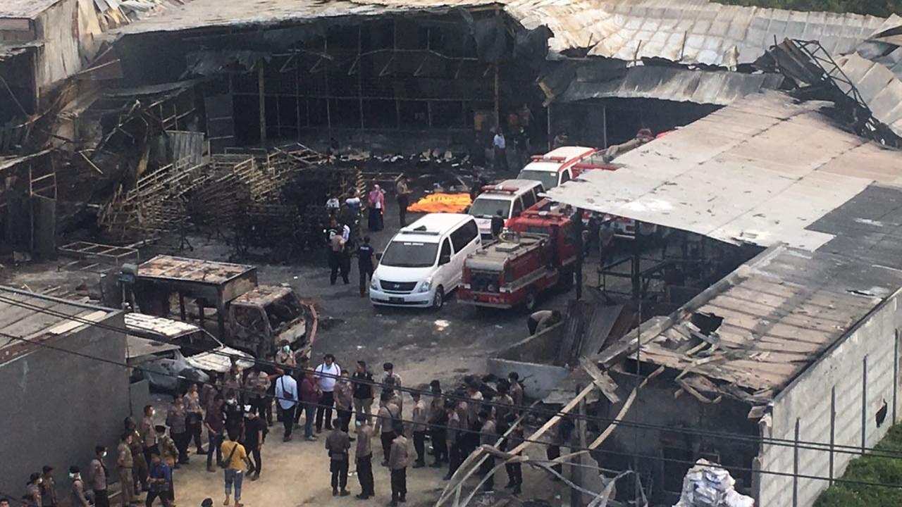 mueren 23 personas incendio pirotecnia indonesia