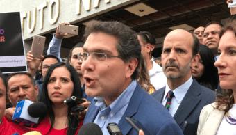 Armando Ríos Piter se registra como candidato presidencial independiente