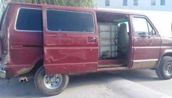 Aseguran vehículo que transportaba combustible en calles de Puebla