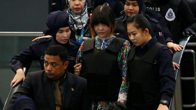 Asesinas de Kim Jong-nam recrean los hechos