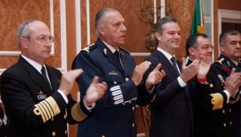SEP otorgará becas a elementos de las Fuerzas Armadas