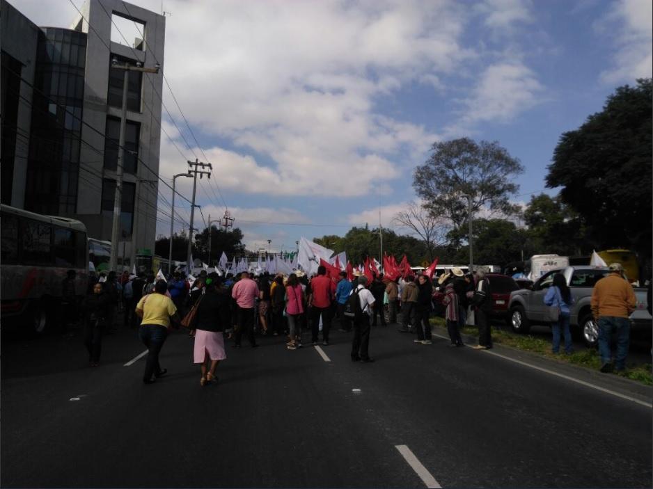 campesinos bloquean la avenida constituyentes para pedir mas recursos