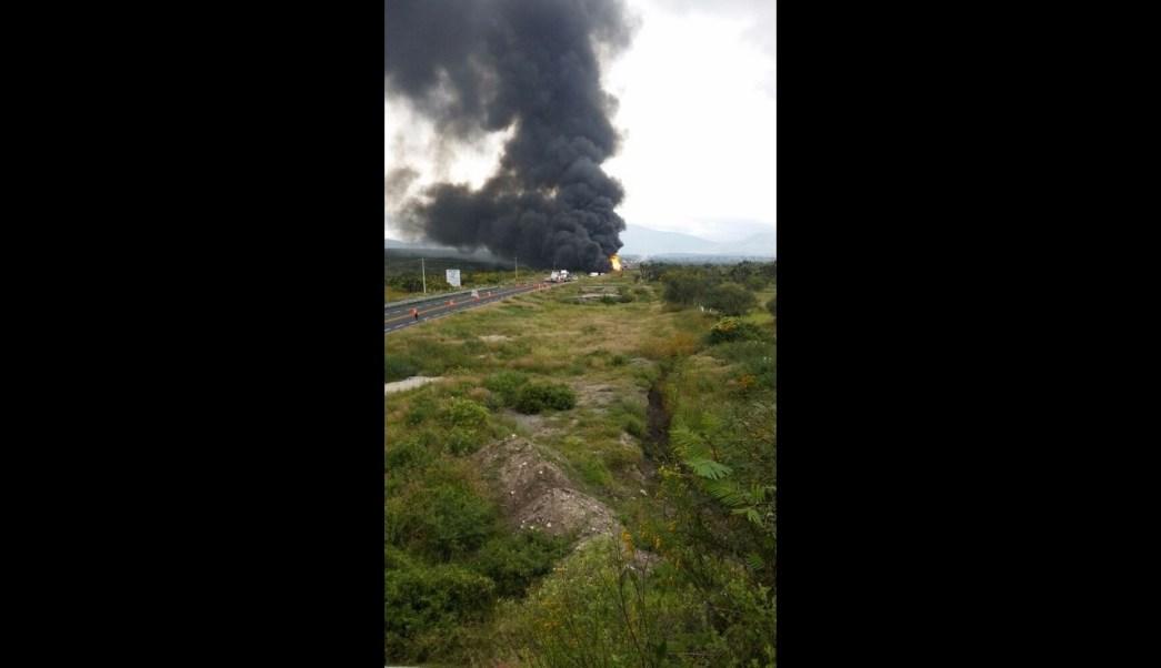 Explota pipa tras choque en carretera de Puebla