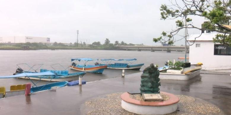 lancheros modifican sus viajes por crecida de rios