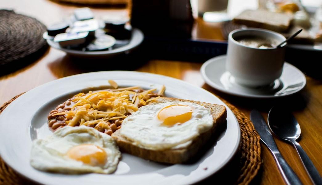 paro cardiaco, no desayunar, grasa arterias, desayuno