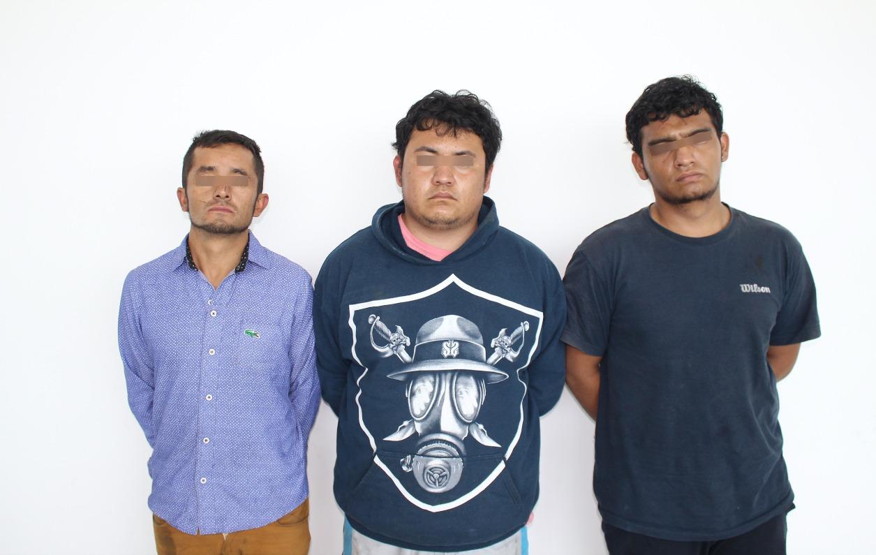 frustran asalto de tractocamion en puebla, tres detenidos