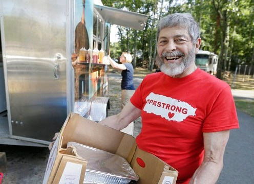 Hombre dona alimento a Puerto Rico que guardó para fin del mundo