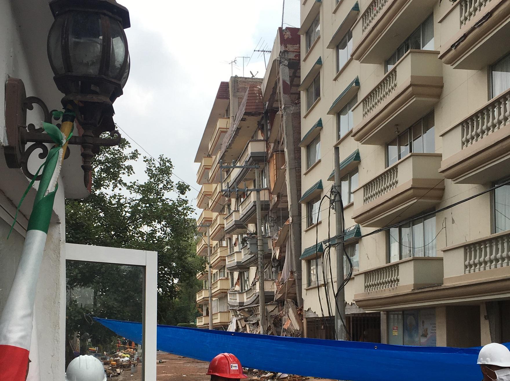 Inician labores para demoler edificio en la calle Coquimbo 911