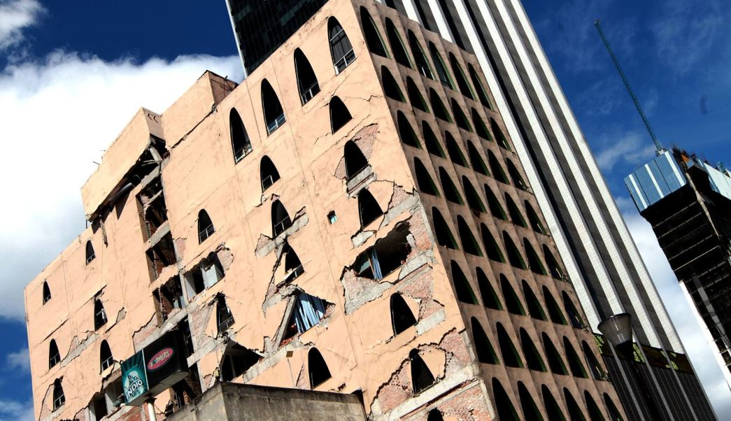 edifiio de la calle de genova afectado por sismo
