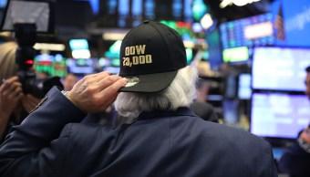 El Dow Jones opera sobre las 23,000 unidades