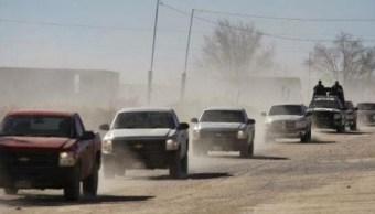 Enfrentamiento entre delincuentes y militares deja casas y vehículos incendiados en Chihuahua