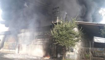 Se incendia bodega con pipas de combustible en Apatzingán