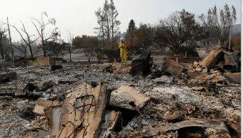 Incendios forestales arrasan viviendas en California