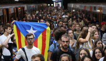Miles catalanes van huelga y protestan violencia referéndum