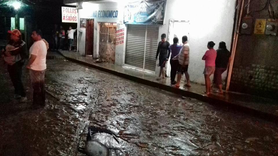 Lluvias dejan inundación de hasta un metro en Pichucalco