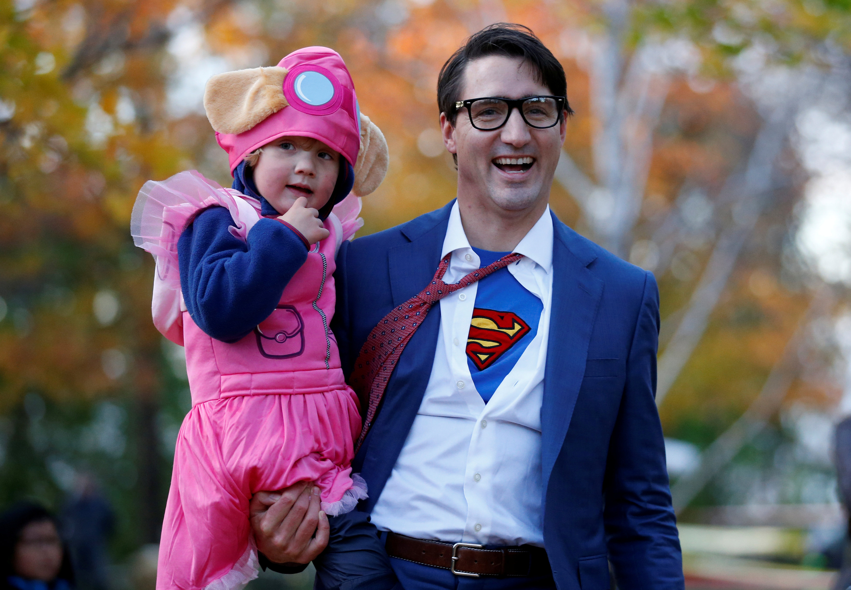 Superman vive en Canadá: Justin Trudeau llega a trabajar como Clark Kent