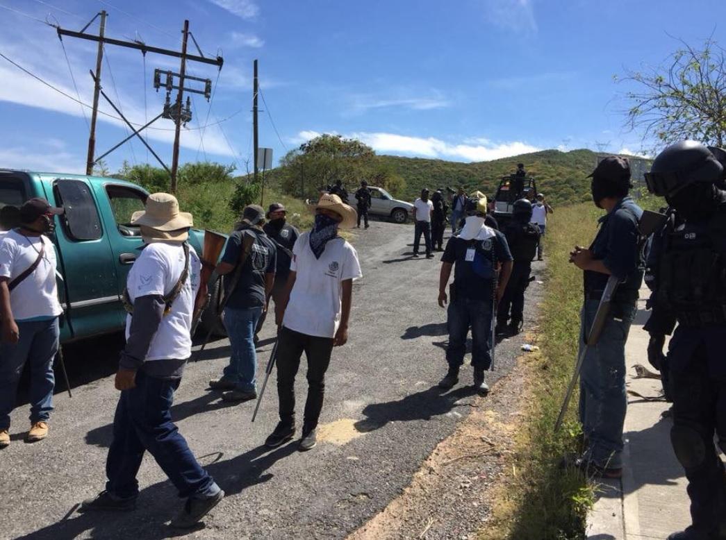 Detienen y desarman a 49 policías comunitarios en Zumpango, Guerrero