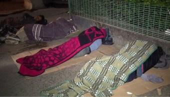 jornaleros temporales duermen en las centrales de autobuses