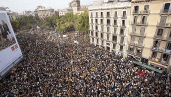Miles de personas protestan en Barcelona