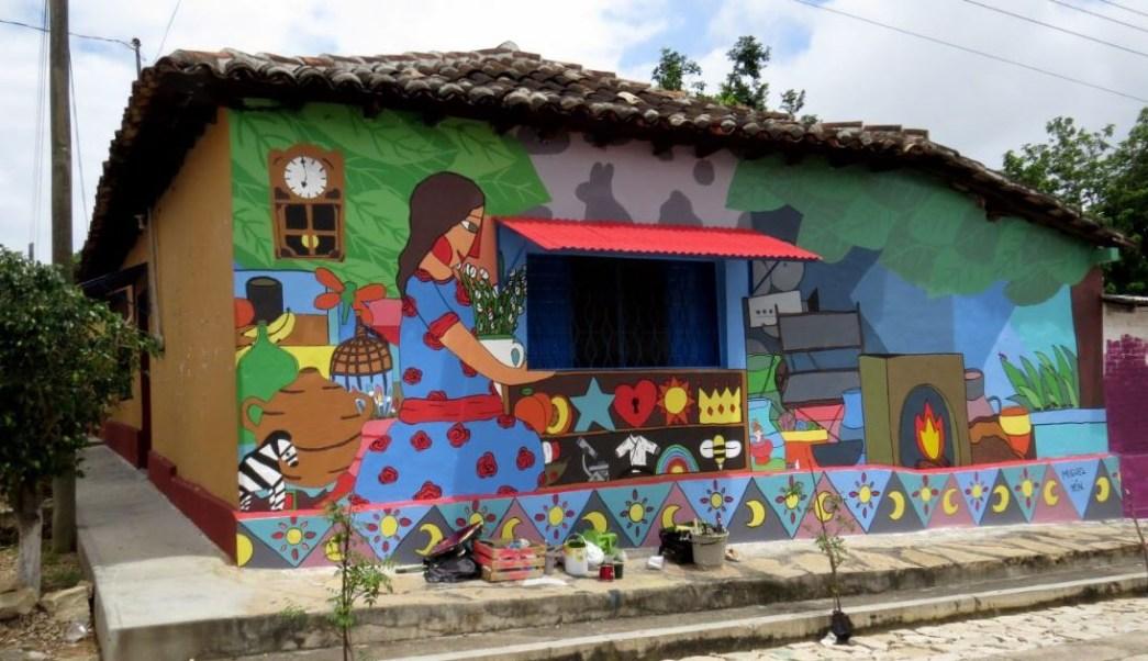 Murales De Artistas Urbanos Decoran Las Calles De Comunidad Indigena