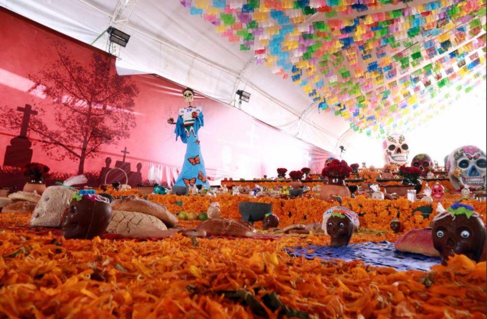 Hidalgo consigue récord de altar de Día de Muertos más grande