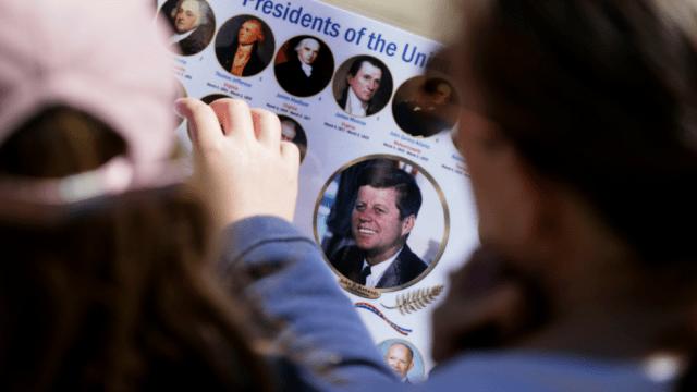 Poster con imágenes de los presidentes de Estados Unidos con JFK