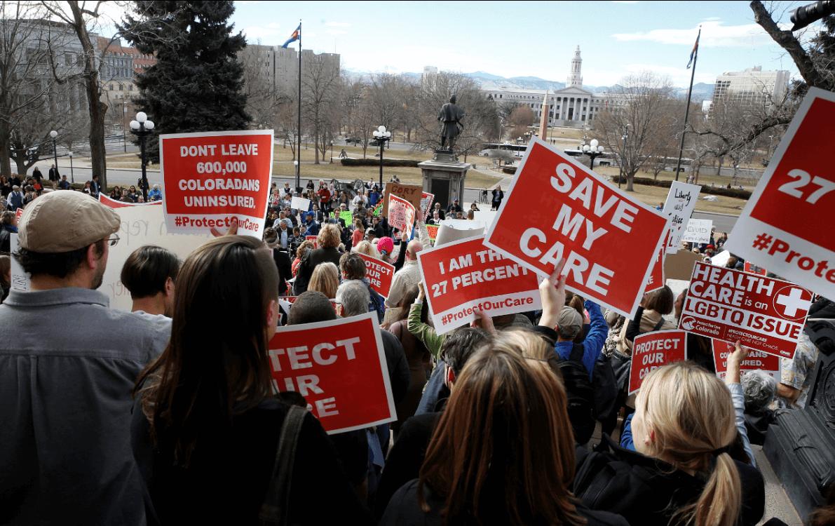 Trump dialoga con Schumer sobre la ley de salud