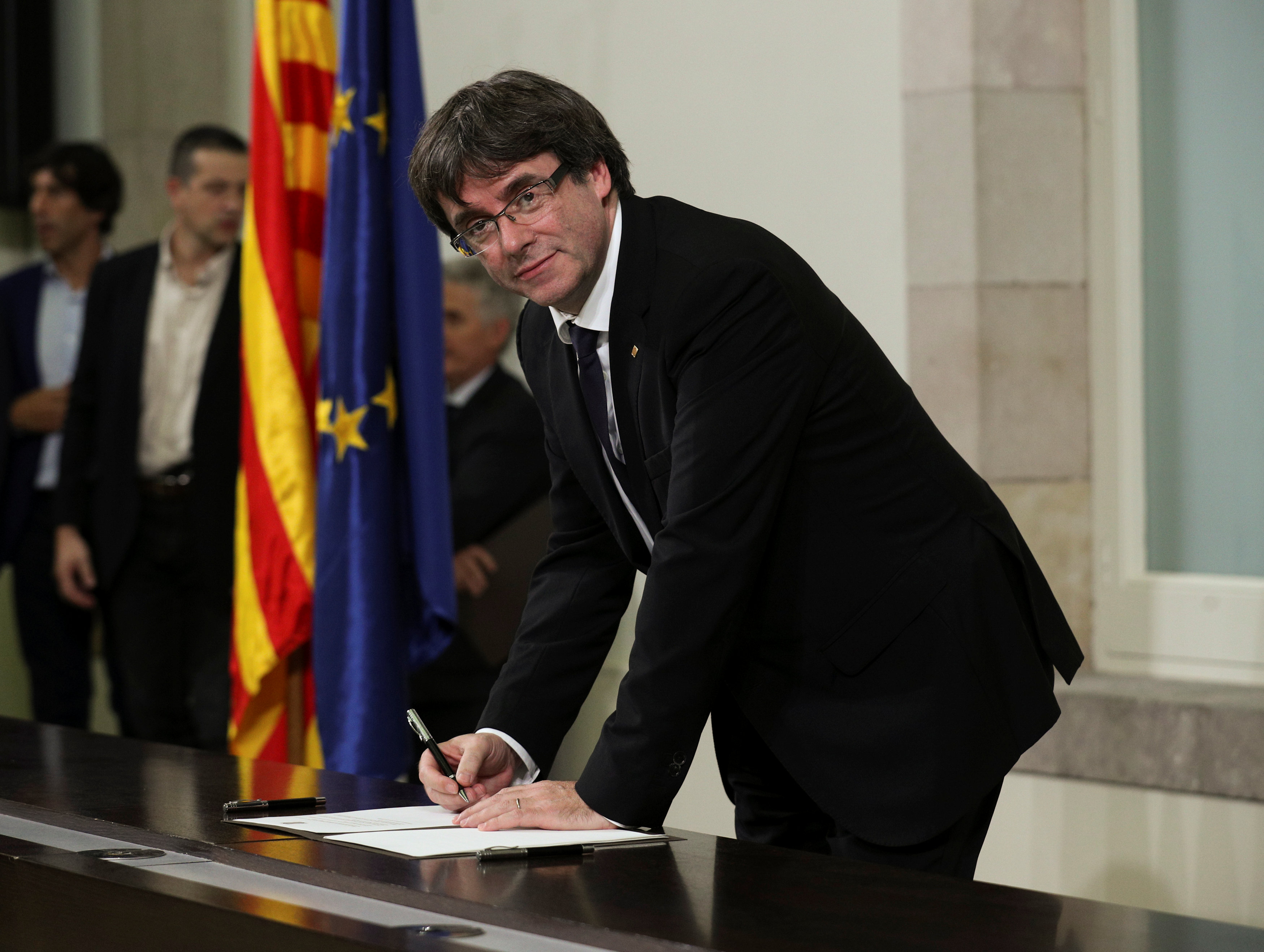 España rechaza diálogo con Gobierno catalán y evalúa respuesta