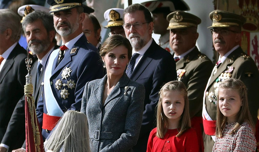 Los reyes de España y sus hijas, y Rajoy, presencian desfile