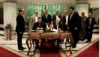 Rivales palestinos Al Fatah y Hamas firman acuerdo de reconciliación