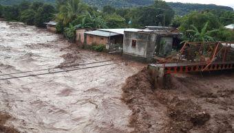 Tromba y afectaciones en La Huacana, Michoacán