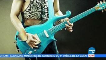 Subastan en 700 mil dólares la guitarra de Prince