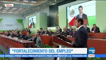 Peña Nieto se reúne con empresarios y líderes sindicales en evento sobre empleo