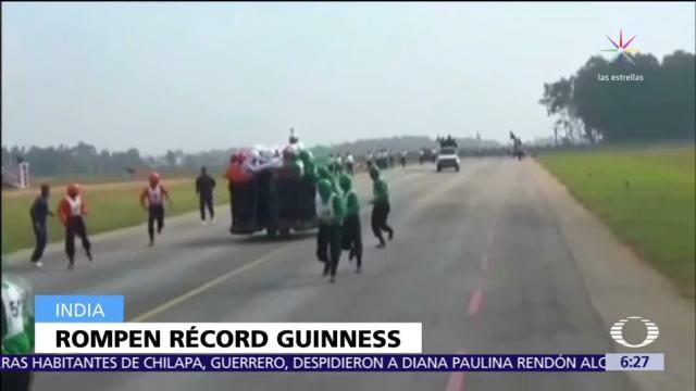 Ejército indio establece récord de más personas a bordo de una moto