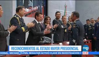 Peña Nieto entrega insignias a elementos del Estado Mayor Presidencial