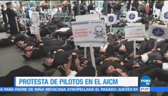 Pilotos protestan en el AICM para rechazar la iniciativa presentada