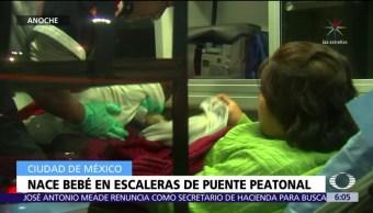 Nace bebé en puente peatonal de la CDMX