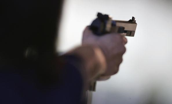 hombre asesina tiros a esposa e hijo y se suicida