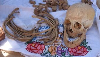Limpian y visten restos de difuntos en Pomuch en Campeche