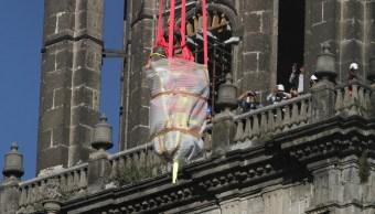 Desmontan esculturas de 'Fe' y la 'Caridad' de Catedral de la CDMX