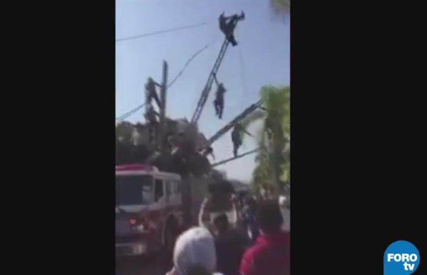 Sufren accidente bomberos de Puerto Vallarta durante exhibición en el desfile