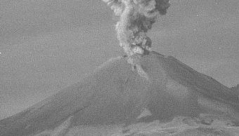 Volcán Popocatépetl emite exhalación de dos mil metros de altura