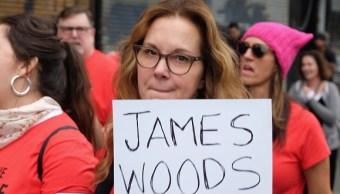 Actriz denuncia a James Woods en marchan en Hollywood contra abuso sexual