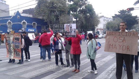 Damnificados del sismo hacen bloqueos intermitentes en diversos puntos