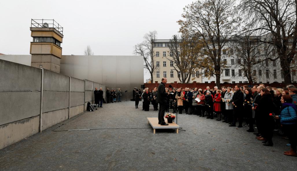 Capital alemana conmemora 28 años de la caída del muro Berlín