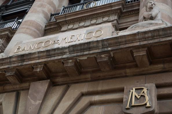 Analistas consultados por Banxico suben pronóstico de tipo de cambio