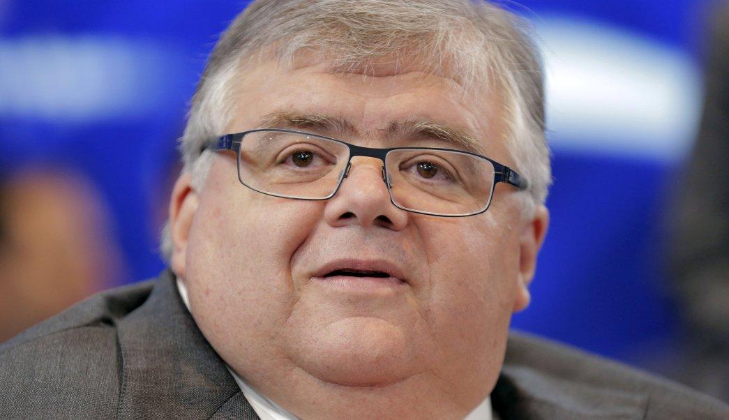 Agustín Carstens pide prudencia en aumento al salario mínimo