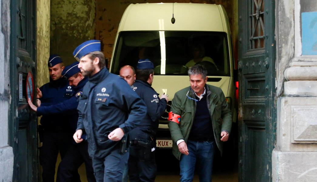 Camioneta donde Carles Puigdemont y exconsejeros llegaron al tribunal de Bruselas